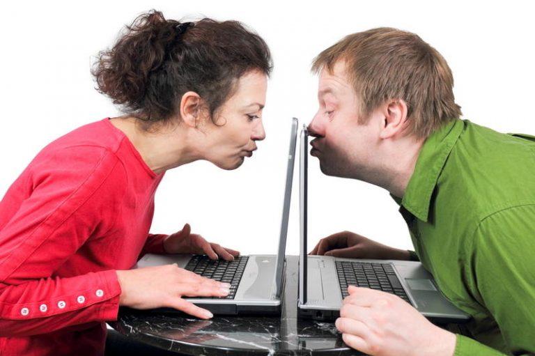 seks-v-internete-obshatsya