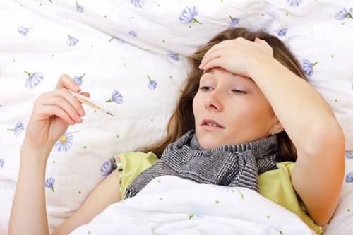 Можно ли кормить ребенка молоком при температуре комаровский thumbnail